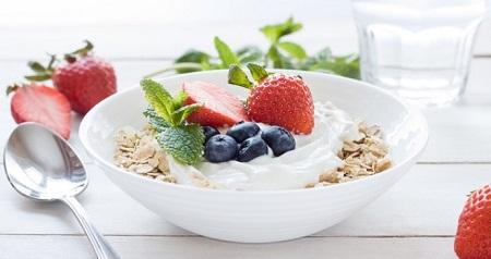 Giảm cân với salad yến mạch sữa chua