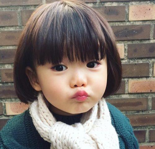 tóc ngắn cho bé gái mặt tròn