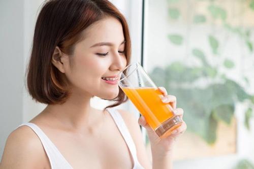 uống nước cam mỗi ngày