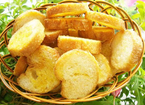 ăn bánh mì sấy khô có béo không