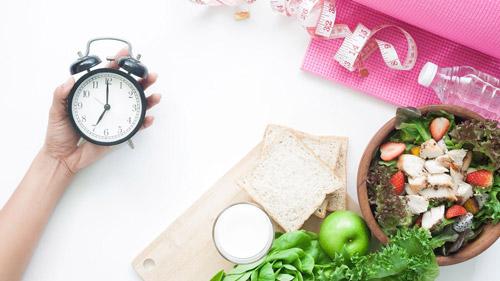 nhịn ăn buổi tối có giảm cân không